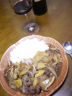 鳥、豚、レバーのパテとジャガイモ、ピクルスのシチュー