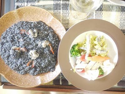 イカ墨リゾット、鶏のファルシ、キビナゴのサラダ
