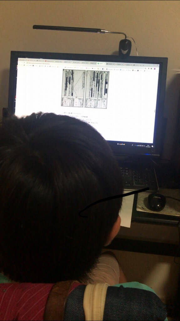 ハラさんのブログを読む息子